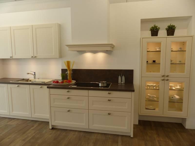 In ihrem neuen und modernen küchenstudio präsentieren sie qualitativ hochwertige markenküchen in allen designs von klassisch elegant über landhaus bis hin