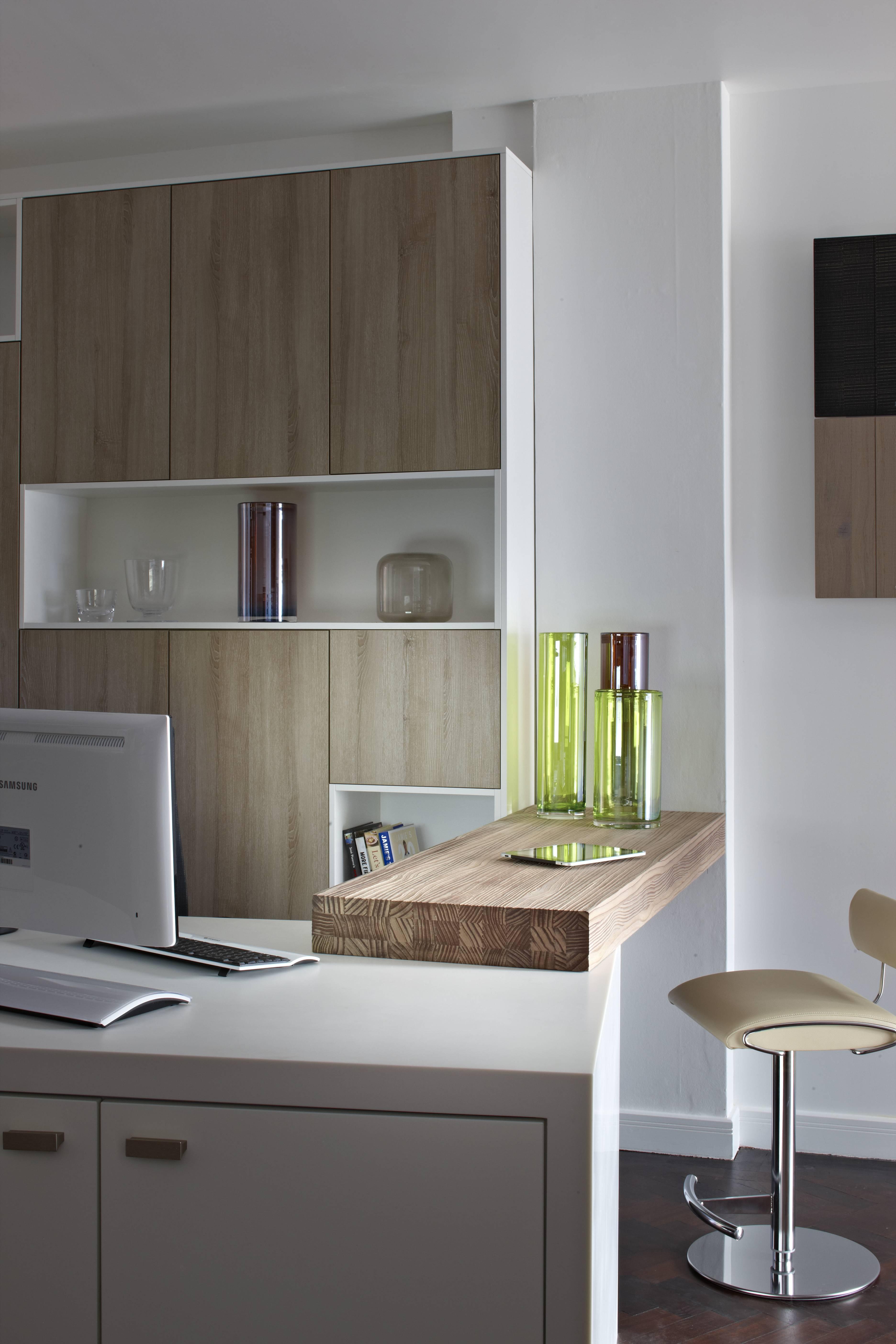 Einen Besonderen Schwerpunkt Legt Rotpunkt Küchen Daneben Auf Holzküchen,  Die Mit Einem Hohen Handwerklichen Anteil Gefertigt Werden.
